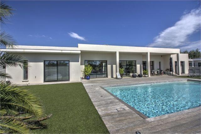 acheter une maison au grau d 39 agde avec piscine priv e 300m mer et plages. Black Bedroom Furniture Sets. Home Design Ideas